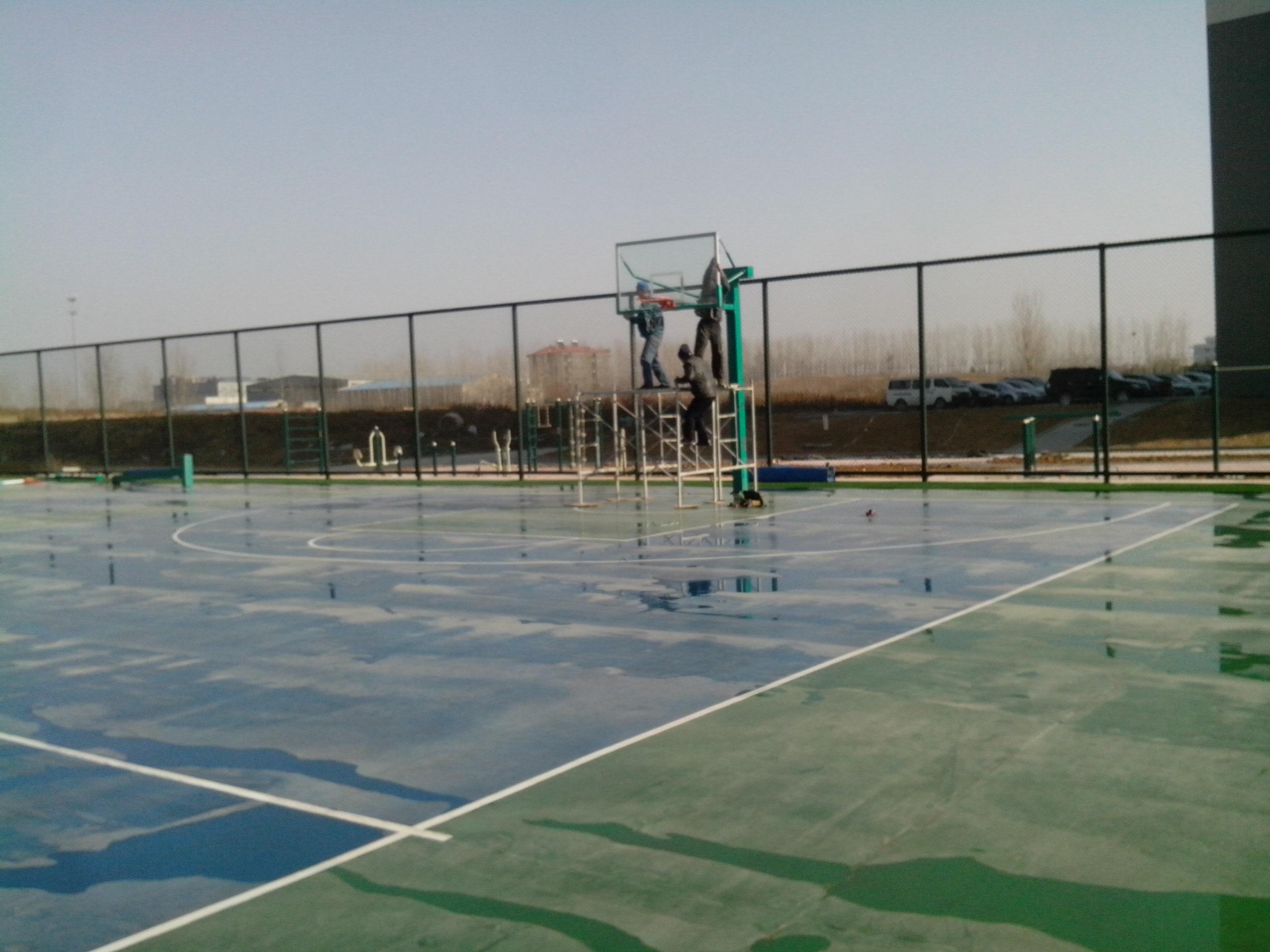   关键词:健身器材,篮球架,围网,场地,          驻澳部队